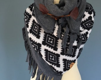 Big Three point scarf shawl xxl with fringes