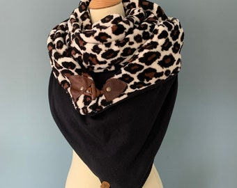 Three point scarf cover cloth with wood-string closure