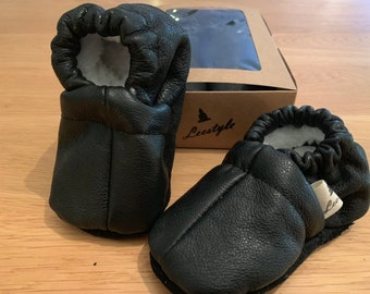 Black leather baby/children's slippers with teddy lining
