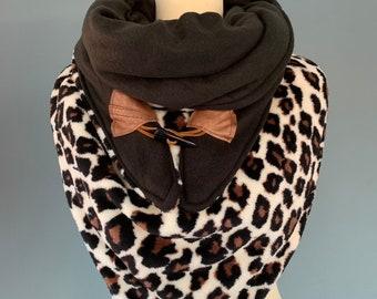 Big Three point scarf xxl shawl leopards print with wood string closure