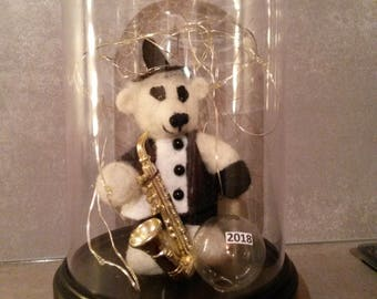 Jahresbär 2018, Harlequin with saxophone made of pure sheep wool needle felted in Plexiglas bell with LED lighting