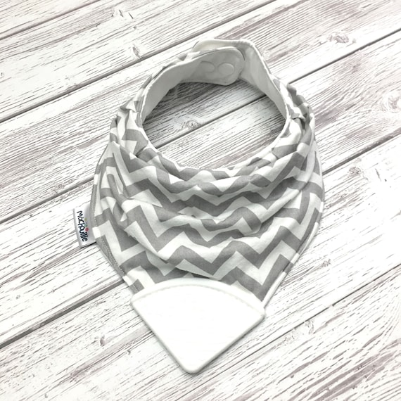Bandana bib with teether, teething bib silicone, teether silicone baby, silicone teething corner, baby shower, chevron, machouille
