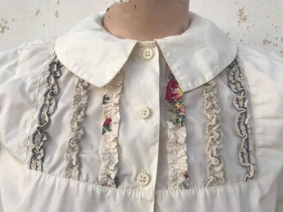 80's vintage so cute beige blouse that features Pe