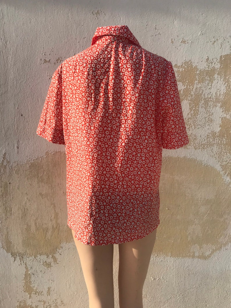 football shaped white buttons and white floral pattern 60s loose orange buttoned shirt with pointed collars