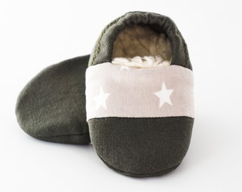 "Babies & minis * Winter Edition * ""morning dawn""-cute baby shoes made of fabric with stars in green with lined sole-crawl shoes"