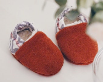 "babies&minis ""Zebra Rusty Red"" - cute baby booties with zebra pattern from organic sweat - crawling shoes for babies"