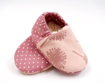 "Babies & minis * Winter Edition * ""make a wish""-cute baby shoes made of fabric with dots in pink with lined sole-crawl shoes"