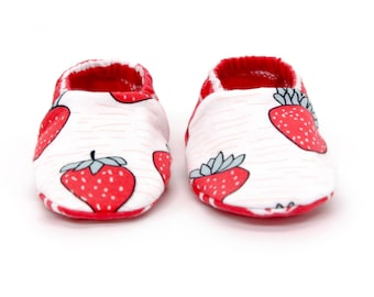 "babies&minis ""strawberry"" - cute baby booties in organic cotton jersey by elvelyckan design - reversible crawling shoes for babies up to 1 year"
