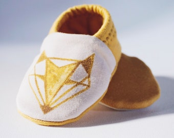 "babies&minis ""red fox"" - cute cotton jersey baby booties with fox print - crab shoes for babies"