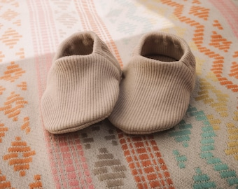 """babies&minis """"sand"""" - cute baby shoes made of organic ribbed knit jersey by elvelyckan design - crawling shoes for babies"""