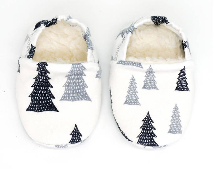 "Featured listing image: Babies & minis ""snow tree""-cute baby shoes made of organic cotton jersey by elvelyckan design with grey fir trees-crawl shoes Babies"