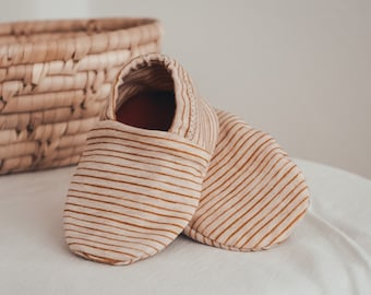 """babies&minis """"sunny stripes"""" - cute baby booties with mini stripes mustard mottled from organic jersey by Lillestoff - crawling shoes for babies"""