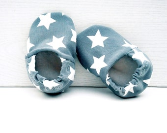 "babies&minis ""stars"" - cute fabric baby booties in star pattern in grey and lined - crab shoes for babies"