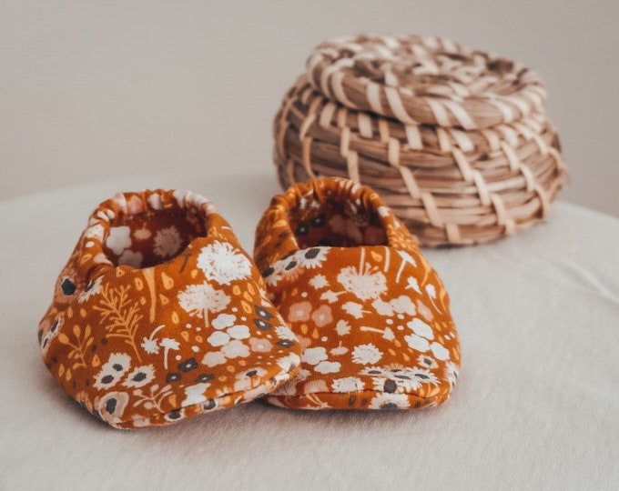 """Featured listing image: babies&minis """"flora fields"""" - cute baby booties in premium cotton jersey by Art Gallery Fabrics - crawling shoes for babies"""