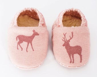 "Babies & minis * Winter Edition * ""Reindeer minis""-cute baby shoes made of fabric in reindeer pattern in pink with lined sole-crawl shoes"