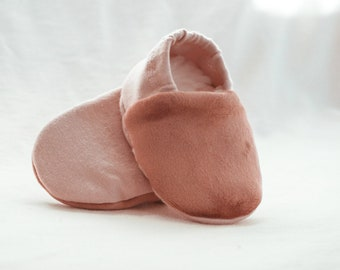 "babies&minis ""Rose Adventure"" - cute baby booties in organic cotton jersey by elvelyckan design - crawling shoes for babies up to 1 year"