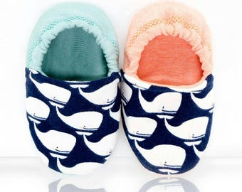"babies&minis ""whales"" - cute baby booties in fabric with whale pattern in mint or orange - reversible crawling shoes for babies up to 1 year"