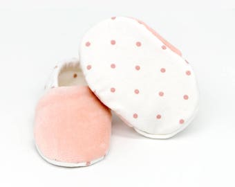 "Babies & Minis * Winter edition * ""Rose dots""-Cute baby shoes made of fabric with dots in pink with lined sole-toddlers shoes for babies"
