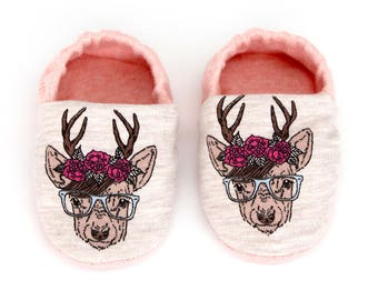 "babies&minis ""wild love"" - cute cotton jersey baby booties in salmon with reindeer print - crab shoes for babies"