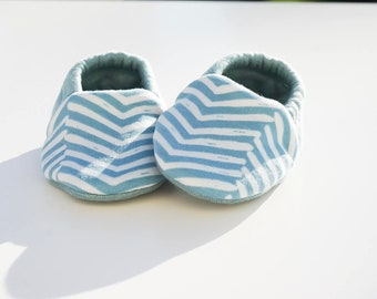 "Babies & minis ""brave heart""-cute cotton jersey baby shoes with Zic Zac pattern in mint-crawl shoes for babies"