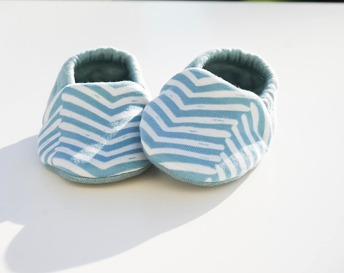 "Featured listing image: Babies & minis ""brave heart""-cute cotton jersey baby shoes with Zic Zac pattern in mint-crawl shoes for babies"