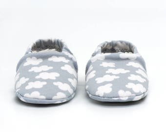 "Babies & minis * Winter Edition * ""clouds""-cute baby shoes made of fabric in the cloud pattern in grey with lined sole-crawl shoes for babies"