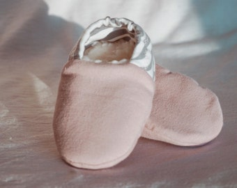 "babies&minis ""Zebra Dusky Pink"" - cute baby booties with zebra heel in organic cotton jersey - crawling shoes for babies up to 1 year"