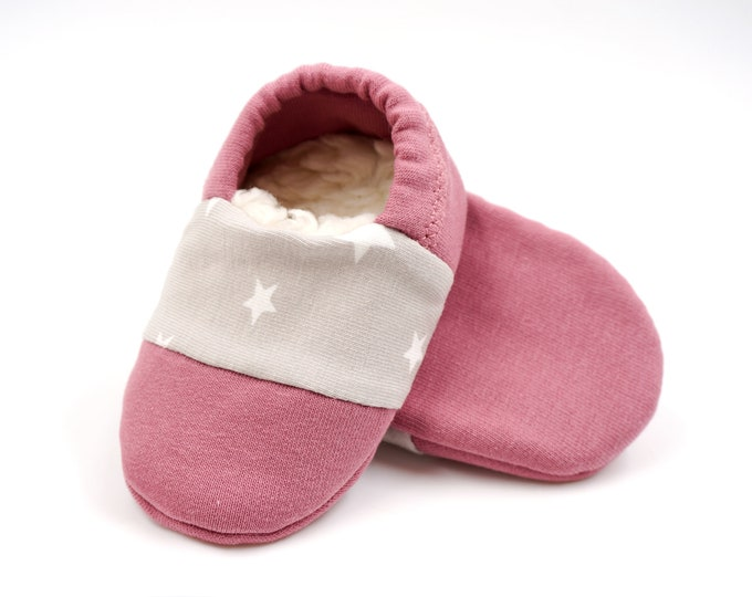 "Featured listing image: Babies & minis * Winter Edition * ""morning dawn""-cute baby shoes made of fabric with stars in old pink with lined sole-crawl shoes"