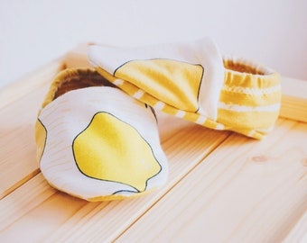 "babies&minis ""lemons"" - cute baby booties in organic cotton jersey by elvelyckan design - reversible crawling shoes for babies up to 1 year"