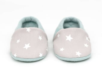 "Babies & Minis ""Sweet Dreams""-sweet reversible baby shoes from quilted fabric in mint with stars-crawling shoes for babies"