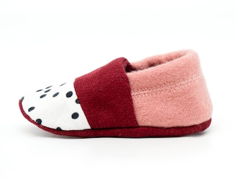 "babies&minis ""berries and dots"" - cute cotton jersey baby booties - crab shoes for babies"