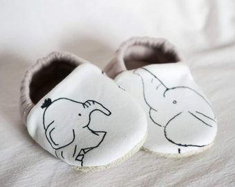 "babies&minis ""little elephants"" - cute baby booties made of cotton jersey in cream with elephants - crawling shoes for babies"
