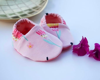 "Babies & minis ""bloom wildly""-cute cotton jersey baby shoes in pink with colorful flowers-crawl shoes for babies"