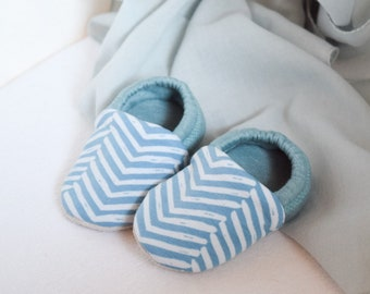 "babies&minis ""brave heart"" - cute cotton jersey baby booties with zic zac pattern in mint - crawling shoes for babies"