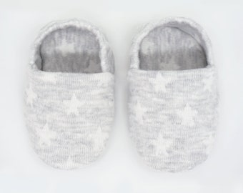 "babies&minis ""starry sky grey"" - cute baby booties from jacquard knit jersey with stars in grey - crawler shoes for babies up to 1 year"