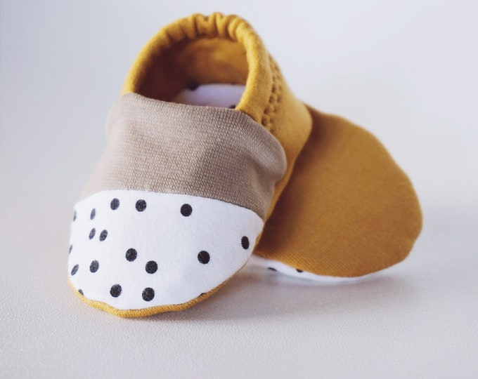 "Featured listing image: Babies & Minis ""cinnamon and dots""-sweet cotton baby shoes-jersey-toddlers ' shoes for babies"