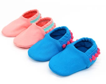 "babies&minis ""Ibiza"" - cute baby booties in fabric with bobbles - crawling shoes for babies up to 1 year"