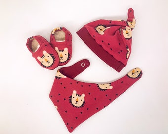 babies&minis set - cute baby booties, triangle towel and knot beanie - gift set for babies