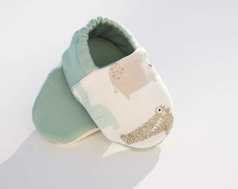 """babies&minis """"adventure hunt"""" - cute baby booties in cotton jersey with animals - crawling shoes for babies"""