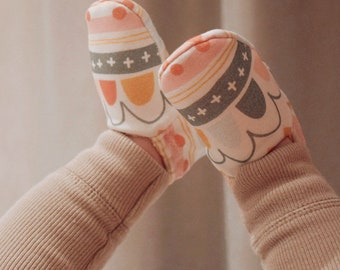 """babies&minis """"wonderland"""" - cute baby booties by Fabrics and Friends - crawling shoes for babies"""