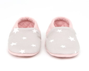 """babies&minis """"sweet dreams"""" - cute reversible baby booties made of quilted fabric in pink with stars - crawling shoes for babies"""