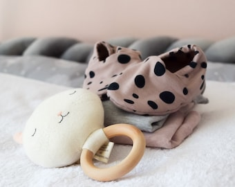 """babies&minis """"rose dots"""" - cute baby booties in organic cotton jersey by elvelyckan design - crawling shoes for babies"""