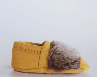 """babies&minis """"Indian Summer"""" - cute cotton jersey baby booties in cognac with real fur - crawler shoes for babies"""