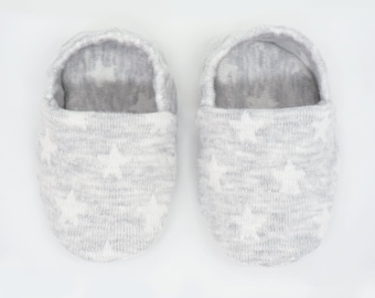 """babies&minis """"starry sky grey"""" - cute baby booties from jacquard knit jersey with stars in grey - crawling shoes for babies up to 1 year"""