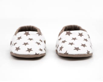 """babies&minis """"little stars"""" - cute baby booties with stars in beige - reversible crawling shoes for babies"""