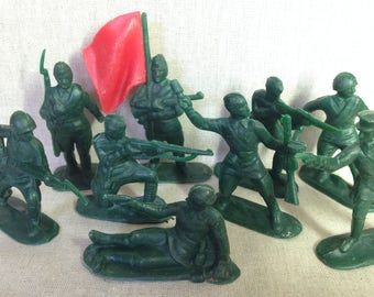 9 Soviet toy soldiers / Set of soldiers / Green plastic soldiers made in USSR / Collectible toys