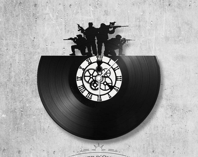 Vinyl record clock 33 towers soldier theme - War