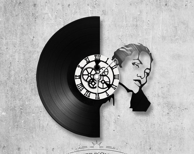 Clock on vinyl record 33 rounds theme Angelina Jolie
