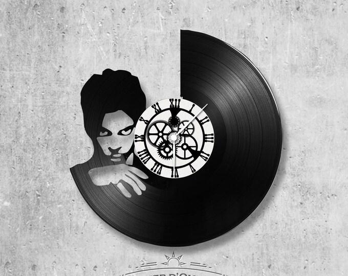 Vinyl record clock 33 rounds Prince theme