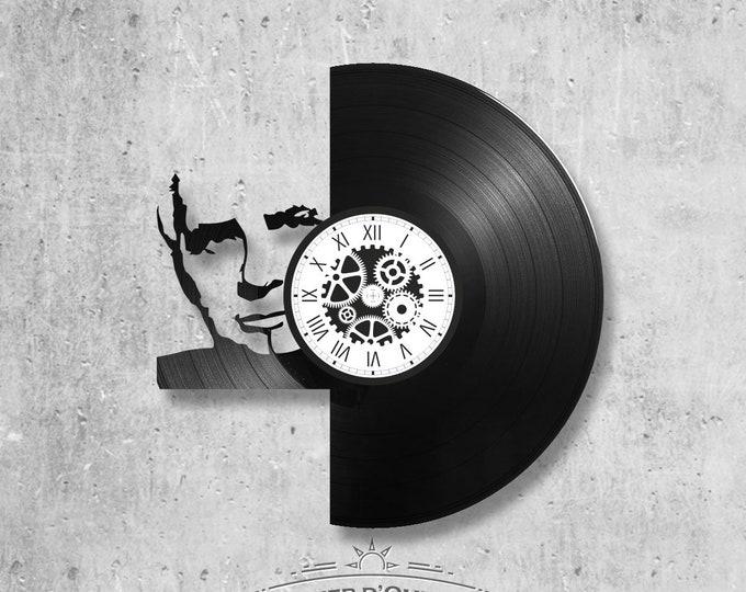 Clock on vinyl record 33 rounds theme Michèl Sardou